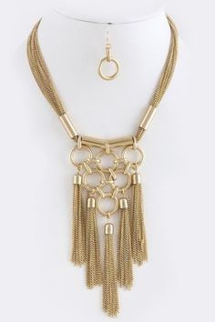 ** Chain Tassels Necklace.