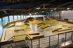Palais De la Glisse Skatepark 12 Boulevard Fernand Bonnefoy, 13010 Marseille, France Amazing indoor wooden park with everything. Skateboard Ramps, Bmx Ramps, Skateboard Pics, Skateboard Store, Roubaix France, Skate Ramp, Marseille France, Sport Park, Bike Parking