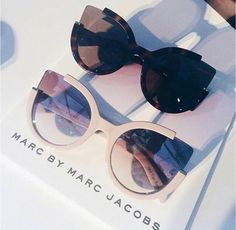 marc by marc jacobs sunglasses – Yagmur Kurt – Join the world of pin Cute Glasses, Glasses Frames, Glasses Sun, Boyfriend Jeans Kombinieren, Marc Jacobs Sonnenbrille, Cat Eye Sunglasses, Sunglasses Women, Sunglasses 2017, Chanel Sunglasses
