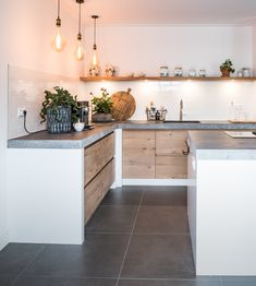 Beautiful rustic oak kitchen with a natural stone slab by NB Interi - Wohnen - Küche Kitchen On A Budget, Home Decor Kitchen, Kitchen Furniture, New Kitchen, Kitchen Interior, Home Kitchens, Furniture Nyc, Kitchen Modern, Cheap Furniture