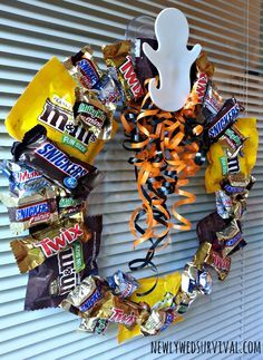Easy DIY Halloween Candy Wreath Project #BooItForward AD