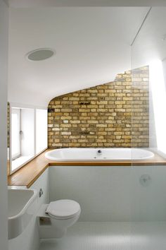 20 Stylish Bathrooms With Brick Walls And Ceilings : Fabulous Small Bathroom  With Brick Wall And White Accents Part 74