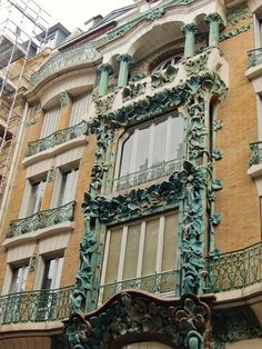¤ Paris 10e, 14 rue d'Abbeville, immeuble style Art Nouveau, architecte Alexandre et Edouard Autant, céramiques de Alexandre Bigot