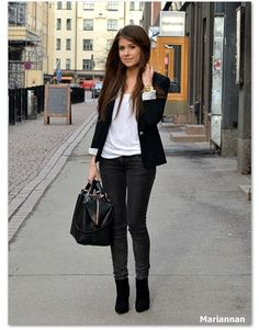 #Amazing #outfit - very simple, cool, yet elegant :)
