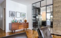 Integração cozinha para sala com porta de vidro || Imóvel para Morar, Apartamento, Compra, Jardins / C. César, São Paulo - SP | AXPE Imóveis Especiais