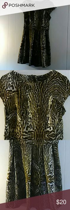 Romeo and Juliet Couture dress size small Gorgeous animal print dress. It is 34 inches long. 95% polyester 5% spandex. This dress stretches and it is in good condition Romeo & Juliet Couture Dresses Midi