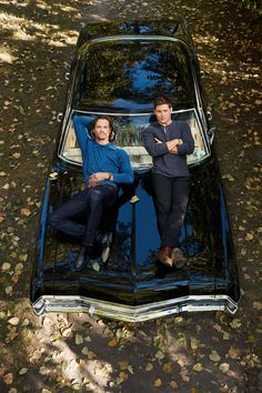 Jared Padalecki and Jensen Ackles as Dean Winchester and Sam Winchester in Supernatural on Baby Supernatural Impala, Supernatural Series, Supernatural Season 12, Supernatural Bloopers, Supernatural Pictures, Supernatural Tattoo, Jensen Ackles Supernatural, Supernatural Imagines, Supernatural Wallpaper