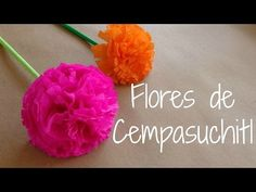 Ahora haremos unas flores hechas de papel crepe para darles forma a flor de…