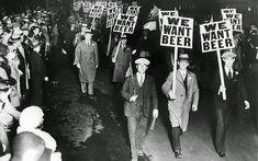 """Manifestaciones acerca de la """"Ley seca"""" en Estados Unidos."""