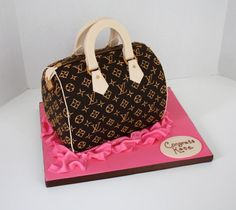 Cake shaped like purse equals perfect centerpiece!!!