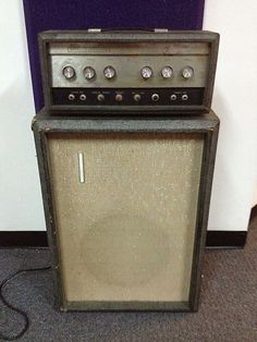 I had one of these !    vintage amplifiers | Silvertone 60's | Cool &…