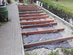 Houten vlonder bouwen in 10 stappen Hardwood Decking, Backyard Landscaping, Google Images, Home And Garden, Italy, Landscape, Outdoors, Gardening, Diy