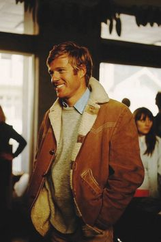 Robert Redford's shearling jacket from the film Downhill Racer is your style inspiration this winter. Robert Redford, Hollywood Men, Classic Hollywood, Celebrity Style Casual, Z Cam, Shearling Jacket, Gentleman Style, Winter Looks, Stylish Men