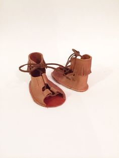 Infant and toddler gladiator sandals by Elise Vaughn Leather Gladiator Sandals, Gypsy Fashion, Baby Moccasins, Kids Zone, Girls World, Baby Time, Gypsy Style, Newborns