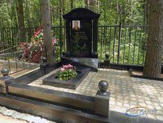 Шереметьевское кладбище, самолёты тут низко-низко летят - рядом взлётно-посадочная полоса.