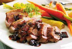 Poitrines de canard et légumes rôtis, sauce aux pommes et au porto. #cuisine #recette #canard