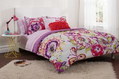 Deciding which bedding to bring to college is a major decision! Not only does it determine the color scheme of your room (well, your side of the room), but it's also one of the main ways you can bring some style to your dorm room. You'll never want to get out of bed with this super comfy and chic comforter set!