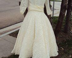 Taffeta wedding gown | Etsy Bridal Gowns, Wedding Gowns, Lace Wedding, Unique, Etsy, Fashion, Bride Dresses, Homecoming Dresses Straps, Moda