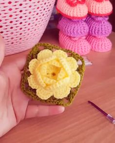 Easy And Cute Free Crochet Flowers Patte - Diy Crafts Crochet Flower Tutorial, Crochet Diy, Crochet Flower Patterns, Irish Crochet, Crochet Flowers, Crochet Leaves, Granny Square Crochet Pattern, Crochet Squares, Crochet Stitches