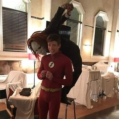 xD the Best scene was when barry doesn't do anything xD Superhero Shows, Superhero Memes, Batwoman, Le Flash, Flash Art, The Flashpoint, Rasengan Vs Chidori, Flash Funny, Flash Barry Allen