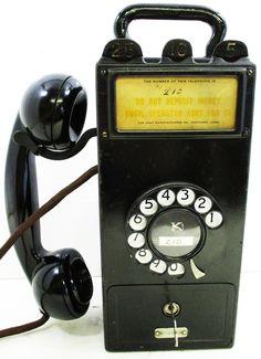 Telephone Song, Vintage Telephone, Tv Game Console, Vintage Phones, Vintage Fans, Antique Phone, Custom Metal Signs, Old Phone, Landline Phone