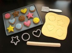 Patterns & Instructions for DIY felt cookies. She has other great projects on her site