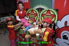 Jollibee starts the early Christmas celebrations with the celebrity studded launch of its 20th Maaga ang Pasko, the company's annual toy and book drive. Now on it's 20th year, Maaga ang Pasko progr...