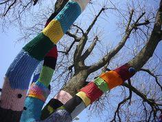 Basta con i graffiti, impariamo a fare la maglia.  © Knitta Please, Magda Sayeg