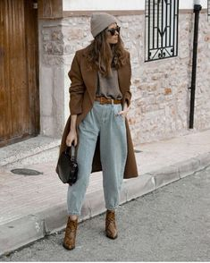 Trend Fashion, Casual Fall Outfits, Winter Fashion Outfits, Abaya Fashion, Fashion Dresses, Jeans Outfit Winter, Mom Jeans Outfit, Outfit Summer, Pants Outfit