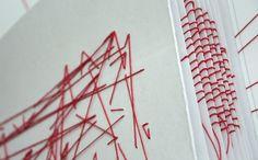 Typographic Links is een handgemaakt boek van Dan Collier dat - letterlijk - verbindingen legt tussen allerlei interessante zaken rondom typografie. De rode draad is gebruikt als driedimensionale 'hyperlinks' om de lezer door de pagina's te sturen. In 2011 was het boek als onderdeel van de tentoonstelling Talk To Me te zien in het Museum of Modern Art (MoMA) in New York.  --- 2d studio inspiratie: Design Doorknoper [26]