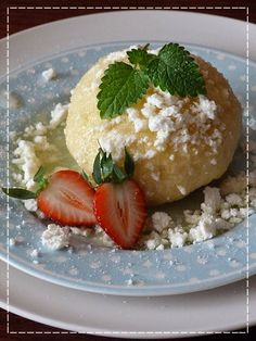 Kouzlo mého domova: Kynuté knedlíky s jahodami ... Czech Recipes, Russian Recipes, Ethnic Recipes, Snack Recipes, Snacks, Dumpling, Deserts, Food And Drink, Pudding