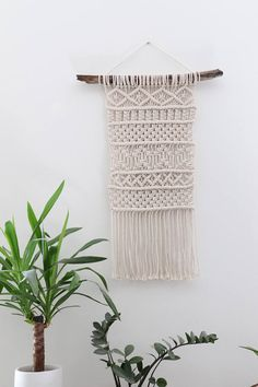 Suspension made to order *. Macrame wall hanging for wall made handmade driftwood and stocking and 100% cotton. The complexity of the knots as well as different layers makes it a unique product that will give a Bohemian touch to your home decor. Here are the measurements: -Driftwood: 62 cm -Macrame width: 38 cm -Macrame (without attachment) length: 87 cm All my products are handmade in my Studio in Montpellier. * Made to order especially for you, so allow 3-5 days before shipping. Pleas...