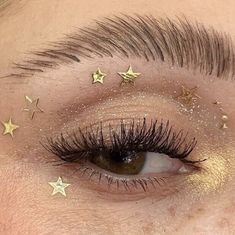 24 Fall Makeup Trends Shockingly Wearable Makeup Looks For Fall Makeup Trends, Makeup Inspo, Makeup Inspiration, Makeup Tips, Makeup Ideas, Drugstore Makeup, Gold Aesthetic, Aesthetic Makeup, 90s Aesthetic