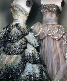 Christian Dior Gown Details, circa 1949 Photographer: Sheila Metzner for American Vogue Vintage Dior, Vintage Couture, Vintage Mode, Vintage Fashion, Vintage Chanel Dress, Vintage Hats, 1950s Fashion, Victorian Fashion, Vintage Outfits
