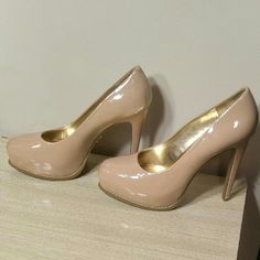 Vera Wang Beautiful! Worn once! nude pumps Like newish GREAT CONDITION.  So gorgeous! Vera Wang Shoes Heels