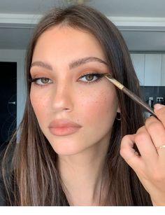 Doing a makeup | Inspiring Ladies