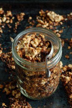 Madame Gateau: Céréales maison, avoine, coco, compote de pomme et chocolat