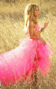 Shakira I love her forever n always Spanish English dark hair or blonde :)