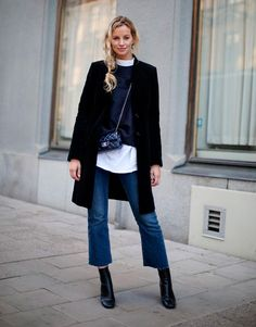 Frauen Outfits 20 cool winter outfits with quick denims Cropped Jeans Outfit, Flare Jeans Outfit, Crop Jeans, Crop Flare Jeans, Jeans Pants, Denim Jeans, Cropped Flare Pants, Cropped Wide Leg Jeans, Kick Flare Jeans