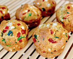 Savory Mediterranean inspired muffins, packed with spinach, sweet red peppers and feta. Perfect for a snack or breakfast. Greek Tzatziki Recipe, Tzatziki Recipes, Dairy Free Recipes, Baking Recipes, Diet Recipes, Lunch Recipes, Recipies, Healthy Recipes, Junk Food