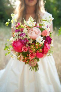 quelle est la signification des roses, gros bouquet de roses colorées