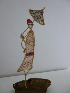 Les années folles, femme à l'ombrelle - figurine en ficelle et papier