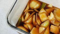 맛있는 양념 비율이 핵심! 아삭아삭 양파장아찌 만들기 고기를 먹을 때 함께 곁들여 먹으면 맛좋은 양파장아찌인데요 : ) 양파는 우리 건강에도 좋기 때문에 일반 반찬으로도 먹기 좋은 것 같아요. 그래서 ~ 오늘.. Korean Side Dishes, Korean Food, Fritters, Asian Recipes, Pickles, Cantaloupe, Cucumber, Fruit, Vegetables