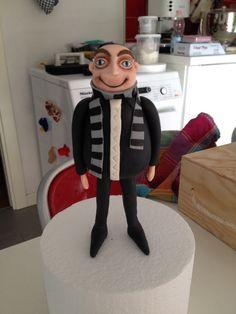 Gru - despicable me cake