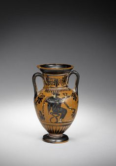 An Attic black-figure amphora. Circa 500-475 B.C.