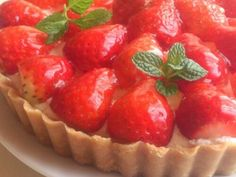 焼かない♪絶品いちごのタルトの画像 Bread Recipes, Cake Recipes, Fruit Combinations, Strawberry Cakes, Dessert Bread, Summer Fruit, Cheesecake, Deserts, Food And Drink