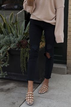 Flat Shoes Outfit, Cozy Fashion, Capri Pants, Black Jeans, Content, Outfits, Winter, Style, Flats