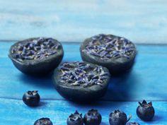 Mustikkainen laventelisaippua ála Sara: http://www.berryfect.fi/resepti/mustikka-laventelisaippua/
