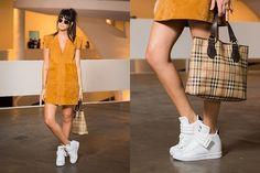 """A designer de moda Flavia Cavazotti, 29, escolheu o vestido em camurça com tênis. """"Eu só uso tênis"""""""
