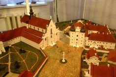А так бернардинский монастырский комплекс выглядел бы сверху, если бы его удалось восстановить (макет в Брестском историческом музее).